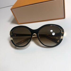 325a87a7d0fe3 Louis Vuitton · Louis Vuitton petitsoupcon cat eye Authentic